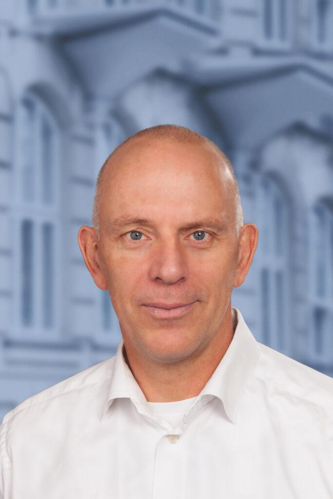 Ivar Haugaard-Hansen med V-baggrund
