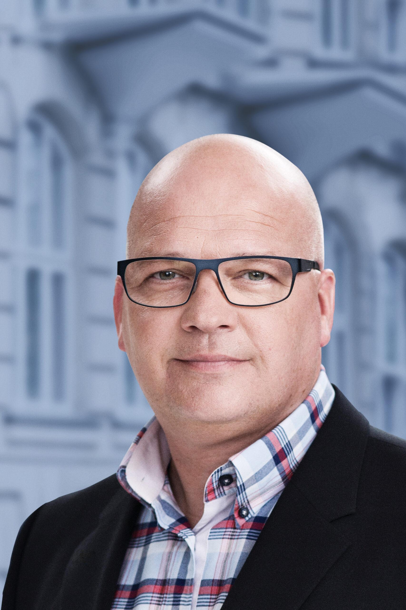 Niels Horup med V-baggrund_final