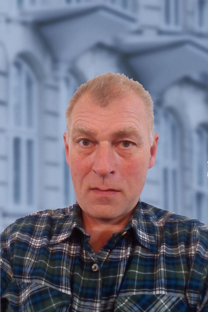 Peter Klokker med V-baggrund